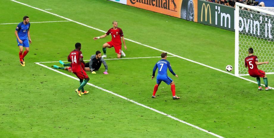 Gignac touche la barre EURO 2016